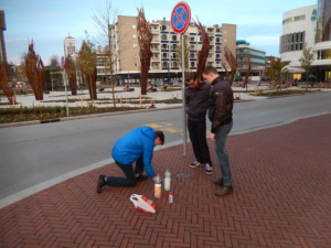 onderhoud stolpersteine in centrum Enschede